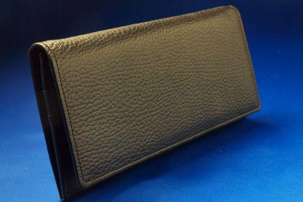風水最強の黒財布といわれる財布屋黒の長財布