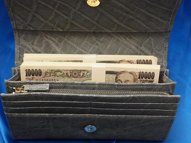 200万円がすっぽり入る象革財布