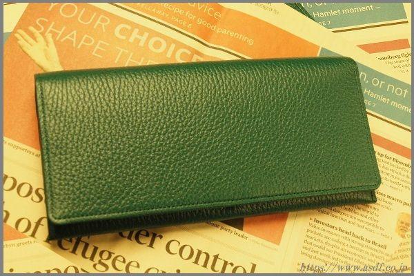 社長が使っているグリーンの財布